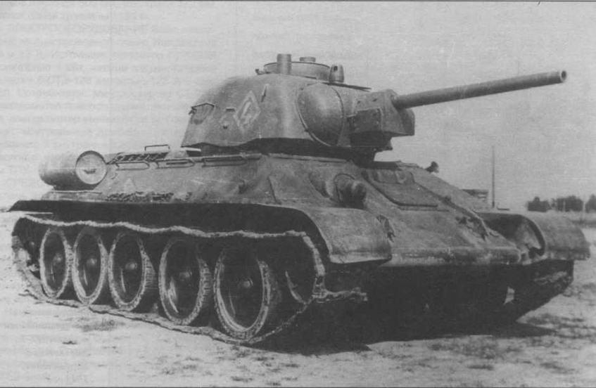 Огнеметный танк ТО-34 во время испытаний на полигоне в Кубинке. 1944 год