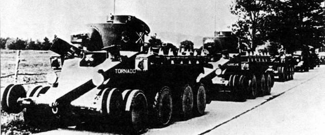 Три колесно-гусеничных средних танка ТЗ разработки Кристи («Торнадо», «Харрикейн» и «Циклон»), поставленные армии США в Форт-Беннинг в конце 1931 года, передвигаются на колесах.