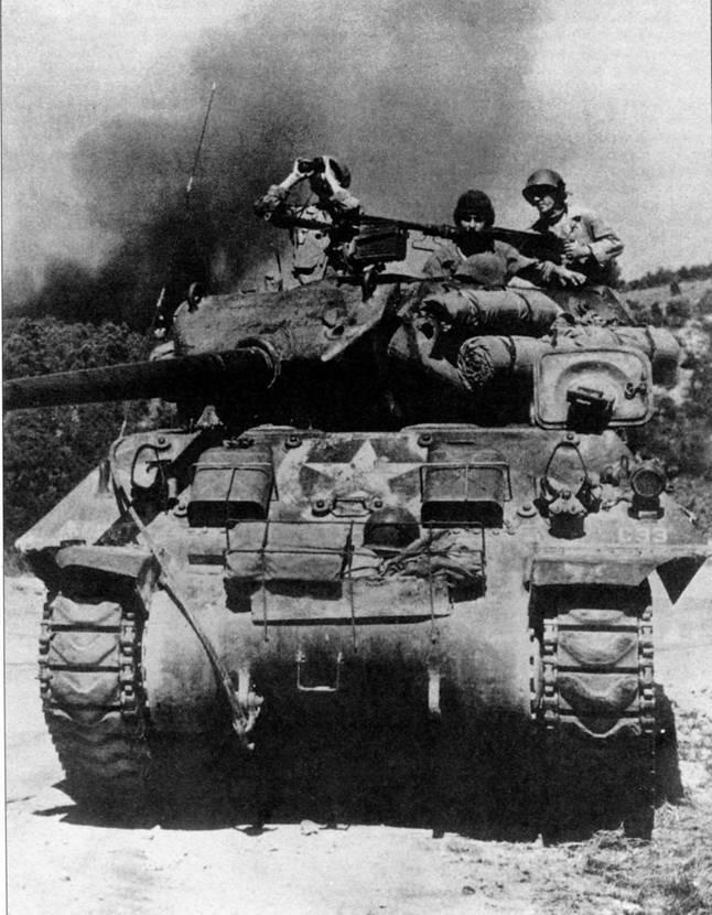 Самоходная артиллерийская установка М10 была создана путем установки 105-мм гаубицы на шасси среднего танка. М10 имела башню с открытым верхом и установленной под большим углом броней.