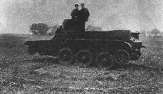 Танк БТ-ИС движется в гору на колесах, 1935 г.
