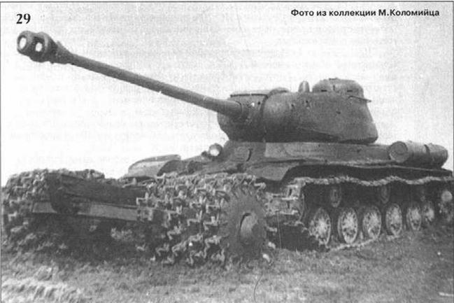 """Танк ИС-122 с дульным тормозом """"Немецкого типа"""", оснащенный колейным тралом ПТ-3, на испытаниях. 1944 г."""