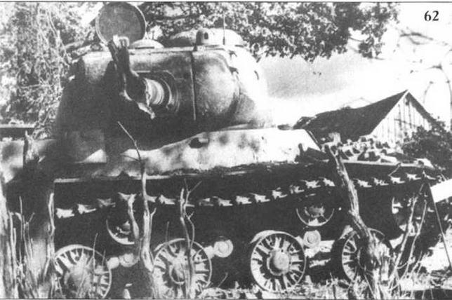 Танк ИС, подбитый в Белоруссии. 1944 г.