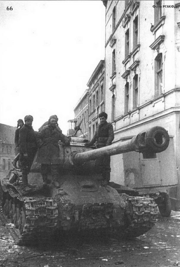 В ходе уличных боев танкисты часто устанавливали кормовой пулемет на башне для обороны от немецких гренадеров. 1944 г.