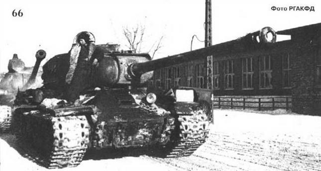 Тяжелые танки в предместьях г. Познань. 1944 г.