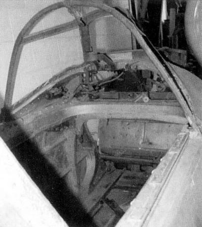 Кабина Ла-5 Тип 37 с плоскими панелями ветрового козырька, введенными с 9-й серии.