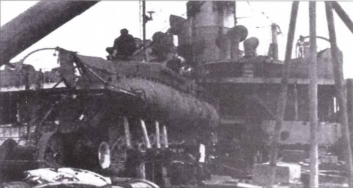 Британская сверхмалая подводная лодка тип XF. на палубе Bonadventure.