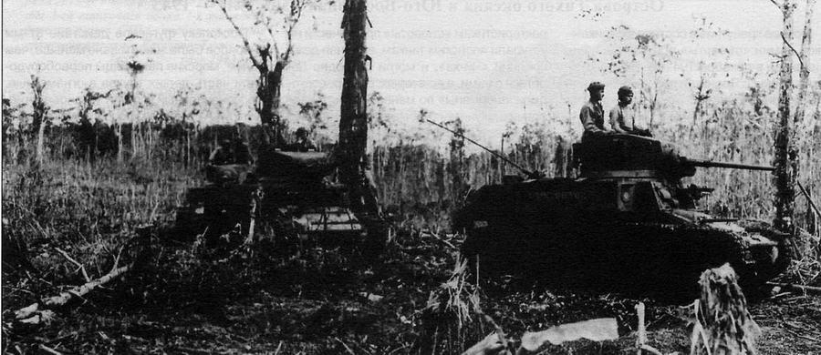 Танки М3 А1 9-го батальона морской пехоты патрулируют подступы к аэродрому Мунда на Новой Гвинее. Август 1943 года