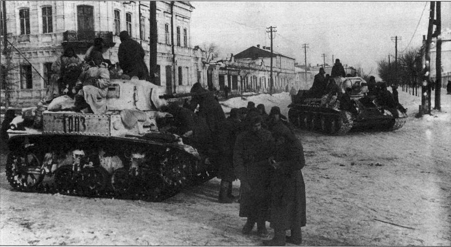 Легкий танк М3 А1 на улице освобожденного Белгорода. 1943 год