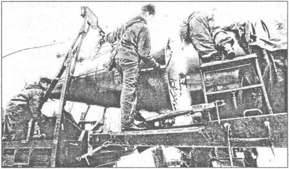 Пристыковка головной части ракеты Р-12.