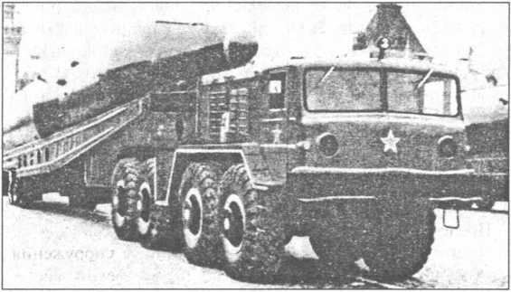 Тяжелая МБР Р-16 на Красной площади.