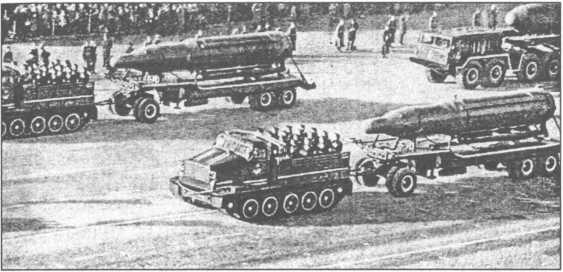 Баллистические ракеты подводных лодок на параде.
