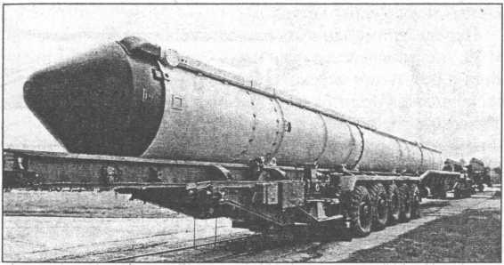 Транспортировка межконтинентальной баллистической ракеты.