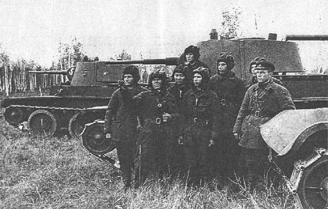 Танки БТ-7М 1-й мотострелковой Пролетарской дивизии перед тактическими учениями. Московский военный округ. Июнь 1940 года.