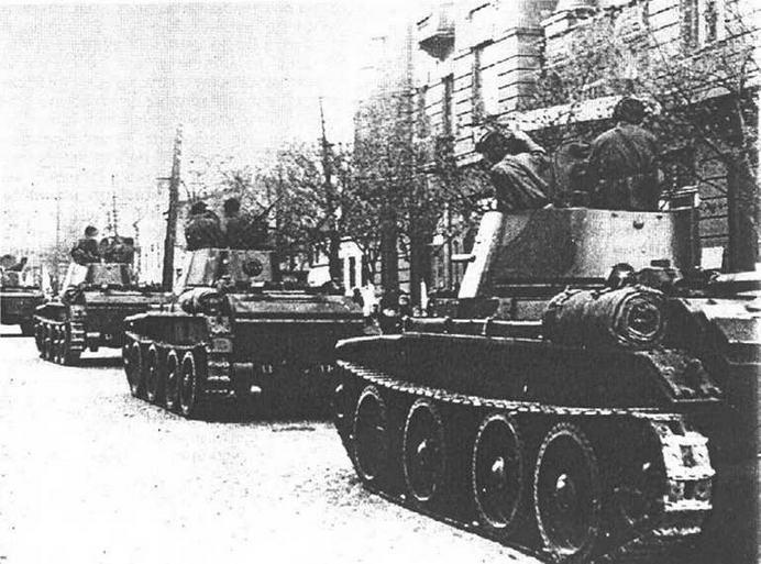 Танки 24-й легкотанковой бригады вступают в г.Львов. 22 сентября 1939 года.