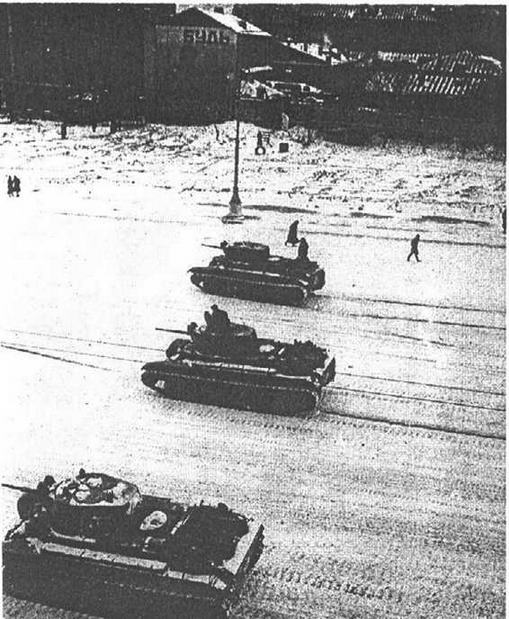 По пути на Красную плоицадь. Москва, 7 ноября 1941 года.