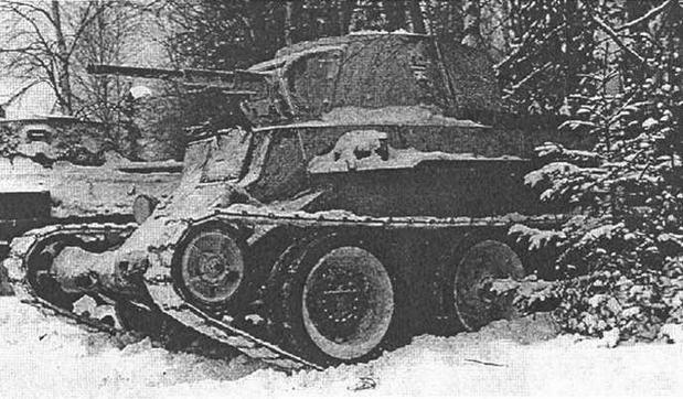 На подступах к Москве. Танки 1-й гвардейской танковой бригады в засаде. Ноябрь 1941 года.