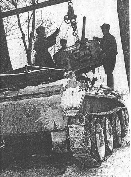 Ремонт танка в полевых условиях. Западный фронт. Весна 1942 года.