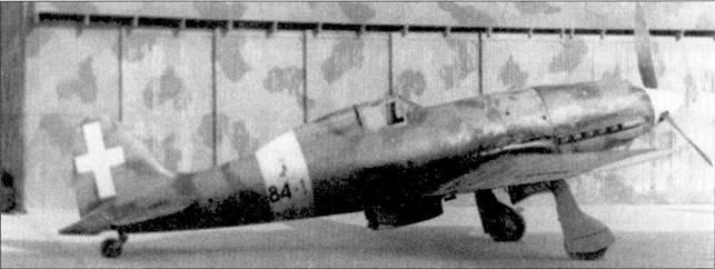 Традиционно тактический номер «I» присваивался самолету командира эскадрильи. На этом С.202 серии III (ММ7720) Луччини летал в Северной Африке в 1942г.