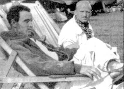 Большой удачей для 9-й группы стал тот факт, что в период критической фазы североафриканской кампании в июне-ноябре 1942г. эскадрильями в ней командовали такие опытные офицеры, как тененте Эмануэле Амони (на снимке — слева) и тененте Фернандо Мальвези. Оба аса отличались ярким темпе рамочном, Мальвези — импульсивный и буйный, получивший прозвище «il Cardimale» Амони был более спокойным, но и более авторитарным. Аннони записал на свой счет девять побед. Мальвези — десять.
