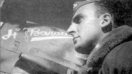 Командир 73-й эскадрильи 9-й группы 4 Stormo тененте Джу лило Рейнер позирует на фоне своего истребителя С. 202, Кастельбенито, начало января 1943г.