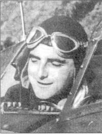 Марисчиалло Пьетро Бианчи крупным планом. Ас (пять побед) сидит в кабине истребителя G.50. Посмертно летчик удостоен Золотой медали за военные заслуги, Бианчи погиб над Сардинией 2 августа 1943г.