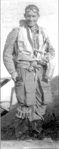 Капитано Уго Драго стоит на крыле своего «мессершмитта», последние месяцы второй мировой войны.