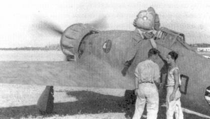 Истребитель Макки С. 200 первой серии (обратите внимание на сдвижную среднюю часть фонаря кабины) из 1 Stormo. 1 Stormo пользовалось огромной популярностью в предвоенные годы, когда летчики соединения неоднократно демонстрировали на различных праздниках свое летное мастерство. После долгих лет воздушной акробатики на истребителях-бипланах, итальянские летчики долго не принимали более скоростные, но не такие маневренные монопланы.