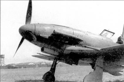 Истребитель Фиат G.55 — еще одна новая машина, которая появилось в войсках незадолго до прекращения существования Regia Aeronautica. Эти машины, наряду с C.205V, состояли на вооружении подразделений ANR. На снимке — самолет 1-й эскадрильи «Gigi Tre Osei» II Gruppo Caccia. Обратите внимание на изображенную на капоте двигателя эмблему эскадрильи.