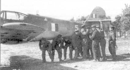 Обе истребительные группы ANR во второй половине 1944г. получили ни вооружение «мессершмитты», главным образом модификации Bf.109G-10/AS. Снимок сделан на аэродроме Мальпенса, февраль 1945г., истребитель принадлежит 3-й эскадрильи I Gruppo Caccia.