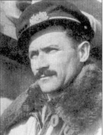 Из своих 11 побед ас марисчиалло Магнаги восемь одержал в воздушных боях ад Мальтой. На снимке — летчик позирует на фоне истребителя С. 205 V из 1 Gruppo Caccia незадолго до своей гибели 13 мая 1944г.