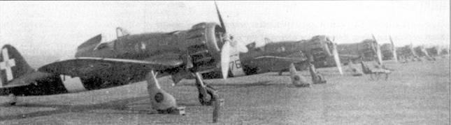 Линейка истребителей С. 200 из 76-й эскадрильи 7-й группы 54 Stormo, Пантеллерия, весна 1942г. В это время эскадрильей командовал напитано Калистри (три личных победы), позже эскадрилью принял напитано Висконти, который в период службы в этом подразделении сбил свои первые шесть самолетов.