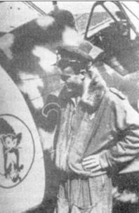 Серженте Ферруччио Серафини (семь побед) был награжден Золотой медалью за военные заслуги. Он позирует ни фоне истребителя С. 205 У «378-2».