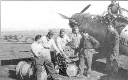 Заправки топливом истребителя С.202 из 98-й эскадрильи 7-й группы 54 Stormo, Кротоне, южная Италия, конец 1942г. В начале весны 1943г. 7-я группа принимали участие в воздушных боях над Тунисом. В Северную Африку группа прибыла в мирте, и покинули Тунис последней — 10 мая 1943г.