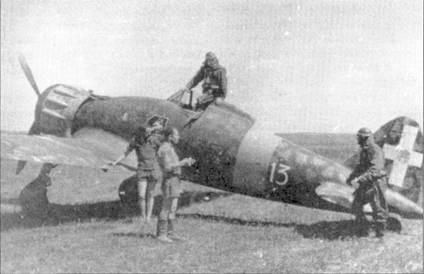Вооруженная истребителями С.200 356-я эскадрилья входила в состав переброшенной на Восточный фронт 21-й отдельной группы. Группа действовала в России в 1942-43г.г., за этот период летчики группы сбили в воздушных боях 74 советских самолета. Обратите внимание на эмблему группы, заметную ни борту фюзеляжи ниже кабины пилота — кентавр с луком в руках.