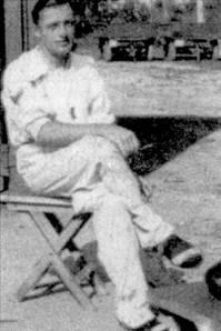 Как и Вицинтини еще один ас 412-й эскадрильи марисчиалпо Арольдо Софритти также служил ранее в 4 Stormo. На его счету — восемь достоверных побед, пять вероятных и 11 уничтоженных на земле самолетов. Соффрити попал в плен к южноафриканцам 26 апреля 1941г., когда последние штурмом взяли итальянский опорный пункт Дессие в Абиссинии.