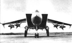 Предсерийный перехватчик МиГ-25П с ракетами Р-40