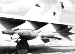 Р-40Т и Р-40Р под крылом одного из первых МиГ-25П