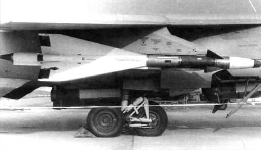Р-40ТД в составе вооружения <a href='https://arsenal-info.ru/b/book/462737873/8' target='_blank'>перехватчика МиГ</a>-31
