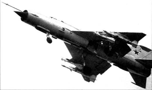 <a href='https://arsenal-info.ru/b/book/3039497517/2' target='_blank'>МиГ-21 бис</a> с ракетами Р-ЗР и Р-60