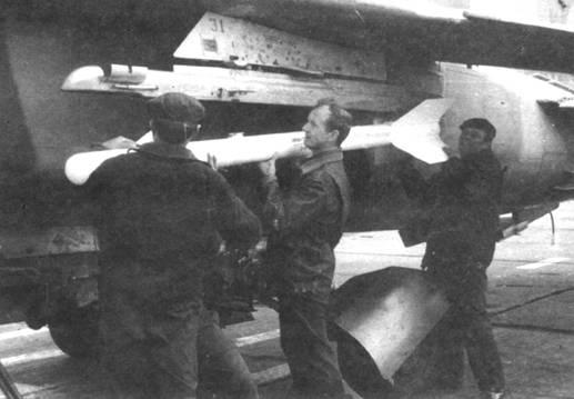«Ручная работа» - подвеска практической ракеты Р-ЗП на АПУ 1 ЗБС