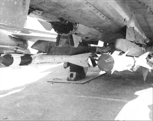 Подфюзеляжная подвеска Р-60 самолета МиГ-23М (пушка снята)
