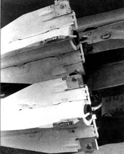 На подвеске роллероны Р-60 контрятся стопорными шпильками