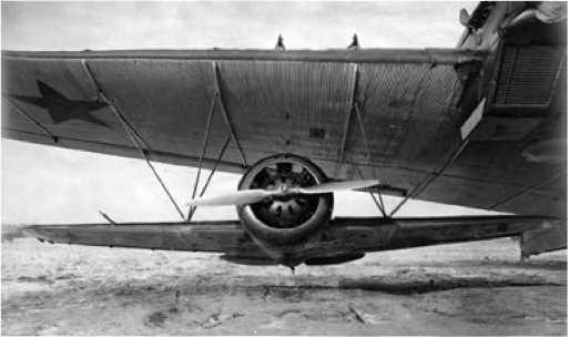 Убираемое шасси очень облегчало подвеску самолёта.
