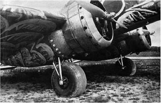 Большие неубирающиеся колеса сильно портили аэродинамику самолёта
