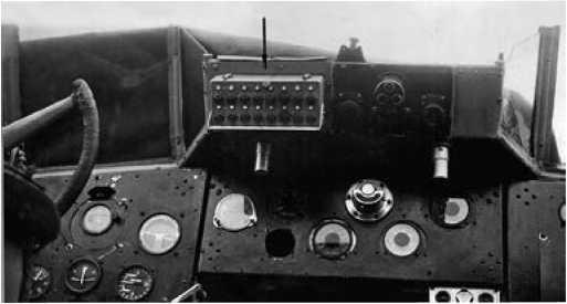 Кнопочный пульт управления в кабине ТБ-3.