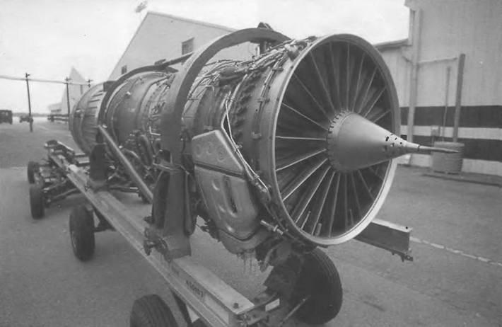 Двигатель смолета F-15