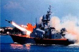 """Ракета комплекса """"Термит"""" и ее пуск с ракетного катера (фото из книги """"Ракеты над морем"""")"""