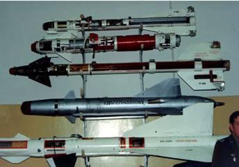 Свеху вниз: Р-60, Р-73, К-13М, Р-55, Р-23 (фото В.Друшлякова)