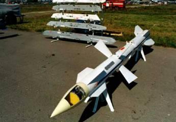Головка самонаведения Р-27Р с щелевой антенной решеткой (фото В.Друшлякова)