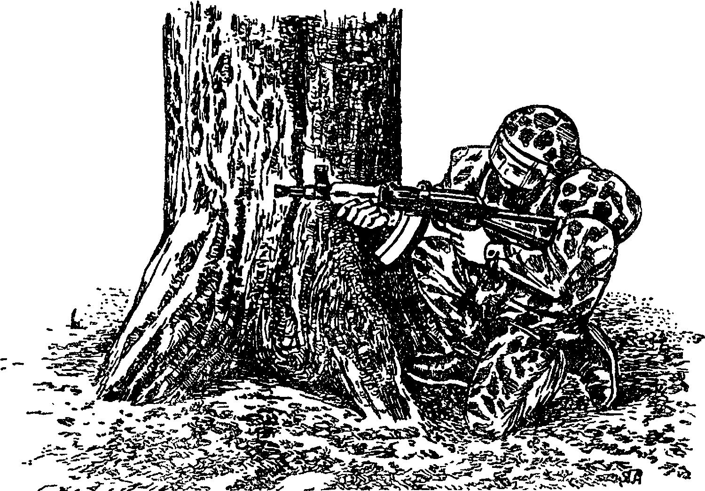 Солдат в маскировочном костюме